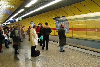 Einfahrender A-Wagen am Sendlinger Tor