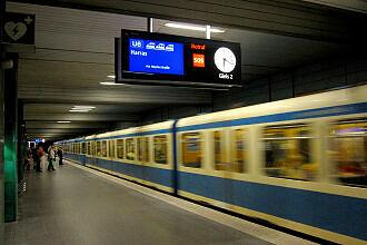 Neuer Zugzielanzeiger im U-Bahnhof Goetheplatz