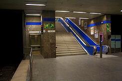 Nördlicher Zugang zum Sperrengeschoss im U-Bahnhof Goetheplatz