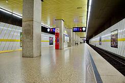 U-Bahnhof Laimer Platz mit wartendem C-Zug
