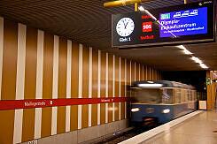 Einfahrender A-Wagen im U-Bahnhof Maillingerstraße