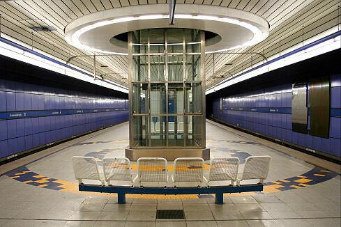 Lift im U-Bahnhof Brudermühlstraße