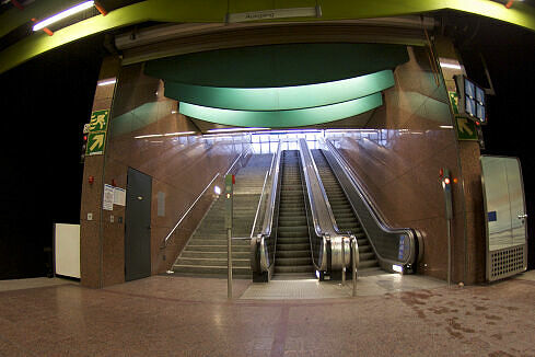 U-Bahnhof Klinikum Großhadern, Ausgang Max-Lebsche-Platz