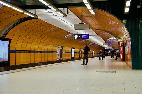 Marienplatz Gleis 1 mit abfahrbereitem B-Wagen
