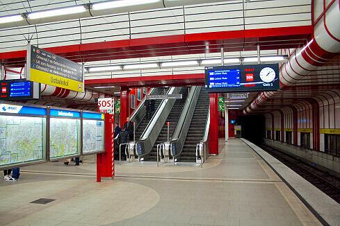 U-Bahnhof Ostbahnhof mit TFT-Anzeigern