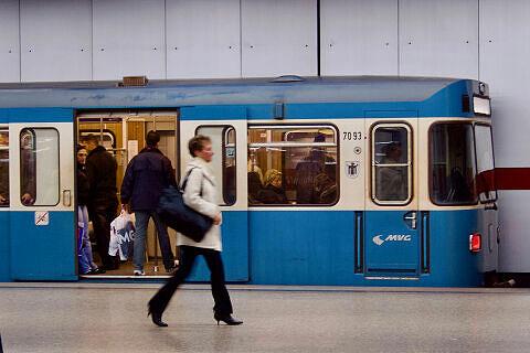 A-Wagen 093 am Hauptbahnhof