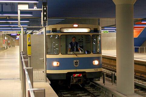 A-Wagen 129 am Olympia-Einkaufszentrum