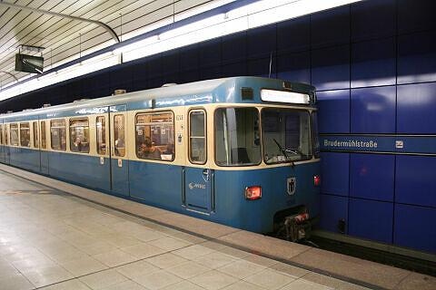 A-Wagen 248 im U-Bahnhof Brudermühlstraße