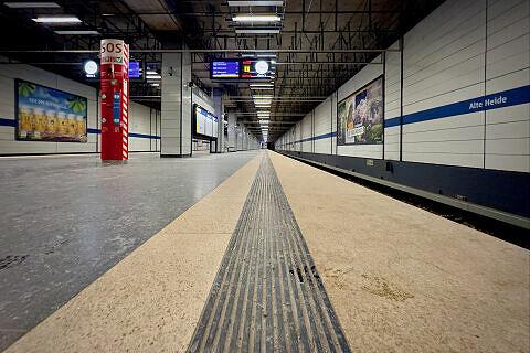 Taktiles Leitsystem im Bahnhof Alte Heide