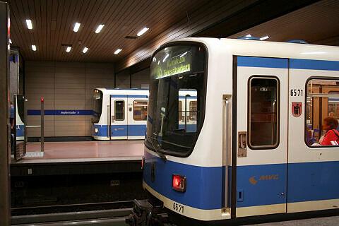 B-Wagen 571 an der Implerstraße