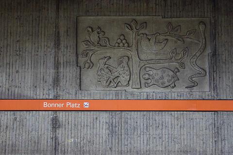 Wandrelief von Christine Stadler am Bonner Platz