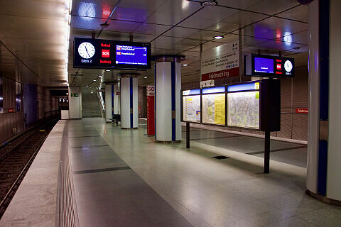 Sitzgruppe im U-Bahnhof Feldmoching