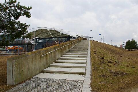 Nordwestlicher Zugang zum U-Bahnhof Fröttmaning von der Nordheide aus