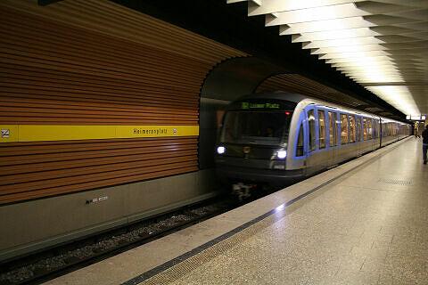 Einfahrender C-Zug am Heimeranplatz