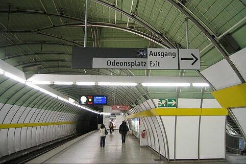 Leitsystem Odeonsplatz - Wegweiser Ausgang Odeonsplatz