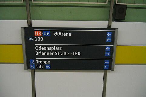 Leitsystem Odeonsplatz - Alte Beschilderung Bahnsteig