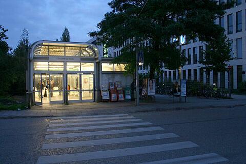 Zugangsgebäude am U-Bahnhof Machtlfinger Straße