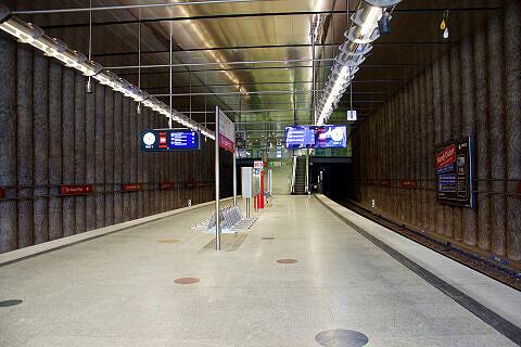 Südlicher Bahnsteigbereich am St.-Quirin-Platz