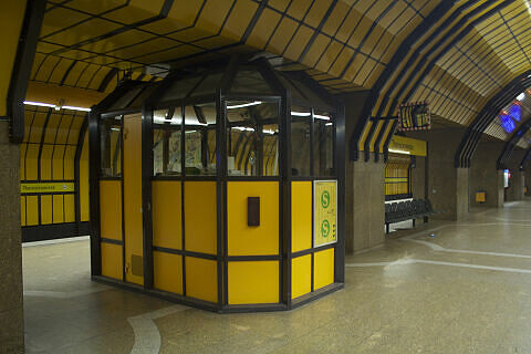 Abfertigungskanzel am Bahnhof Theresienwiese (bis 2015)