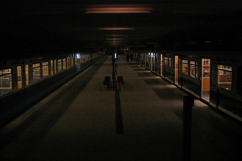 Bahnhof Olympiazentrum mit Notbeleuchtung