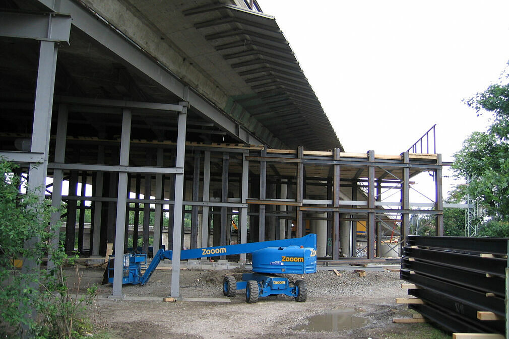 Baustelle Tatzelwurm - Einhausung des DB-Güternordrings westlich der Autobahnbrücke