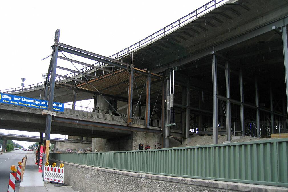 Baustelle Tatzelwurm - Einhausung des DB-Güternordrings östlich der Autobahnbrücke